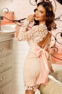 Rochie roz din dantela cu spatele gol