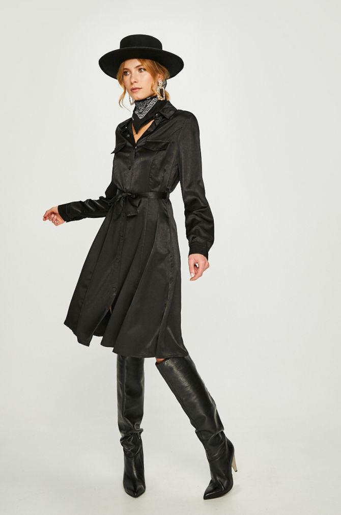 Rochie Answear model drept din tesatura neteda